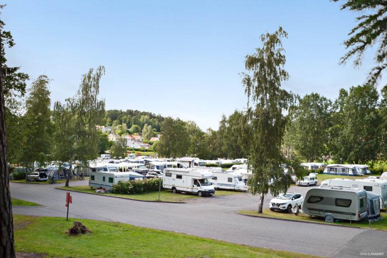 First Camp Kolmården-Norrköping och dess gästande husvagnar.