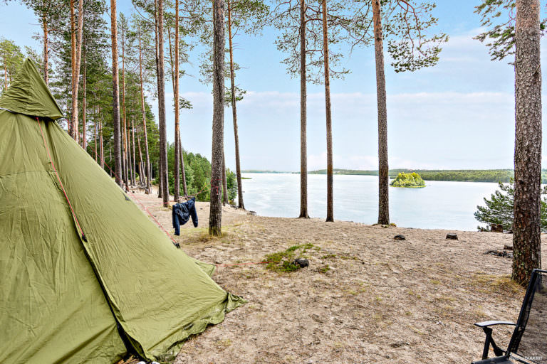 Tält på stranden vid First Camp Arcus-Luleå