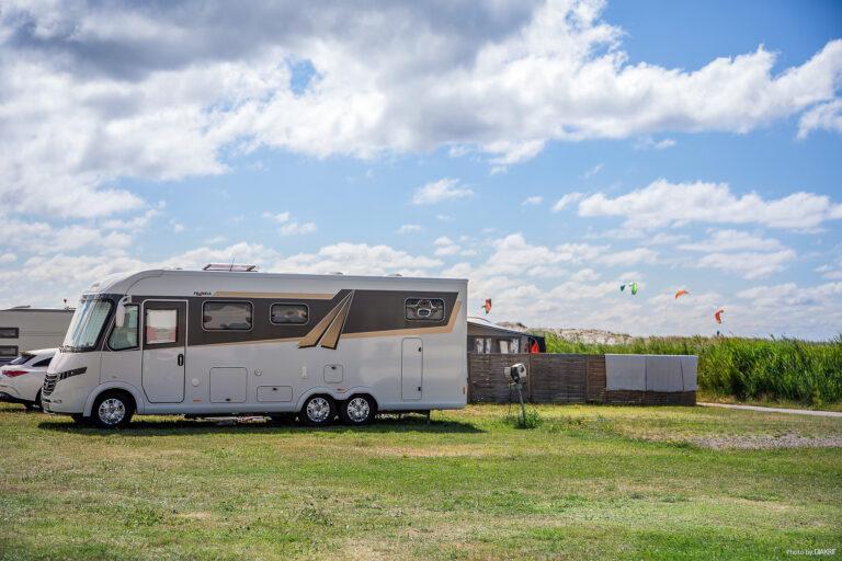 husbil på campingområde